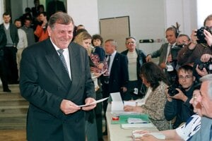 Vladimír Mečiar počas prvého kola prezidentských volieb v roku 1999.