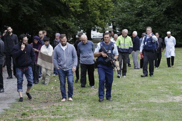 Polícia na mieste útoku.