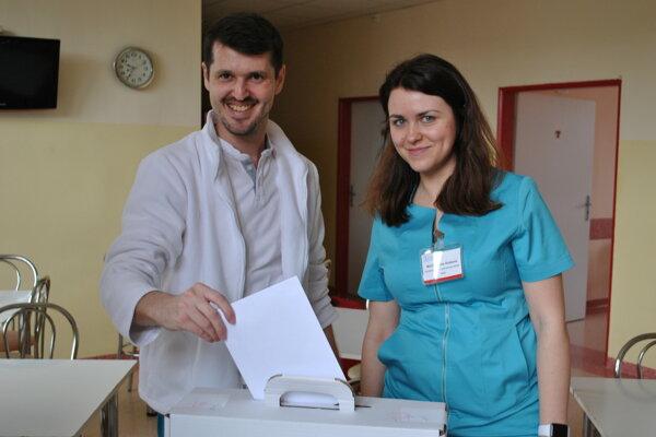 Vo fakultnej nemocnici volili v prvom i druhom kole pacienti aj službukonajúci personál.