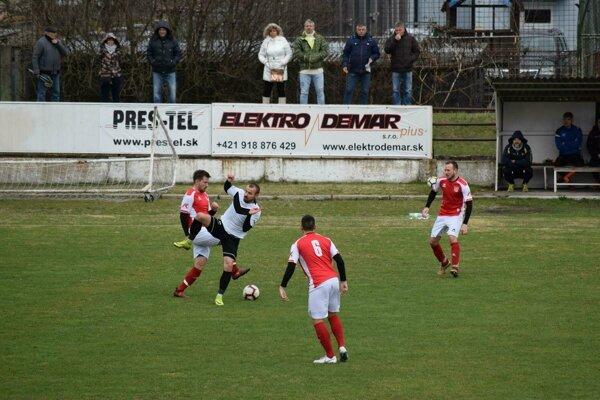 Záber zo stretnutia Štúrovo - Marcelová 0:0