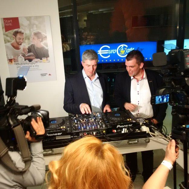 Bugár sa pristavil pri DJ pulte.