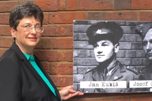 Vnučka strojcu operácie, pri ktorej bol spáchaný atentát na Heydricha, navštívila prvýkrát Slovensko. Dnes večer bude besedovať s obyvateľmi Považskej Bystrice.
