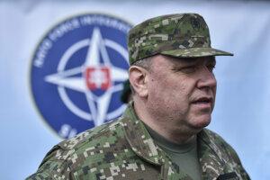 Plukovník Peter Brauner počas slávnostného ceremoniálu svojho vymenovania do funkcie veliteľa Tímu pre integráciu síl NATO na Slovensku.