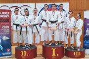 Druhá priečka pretekárov Style karate Lednické Rovne. - vľavo.