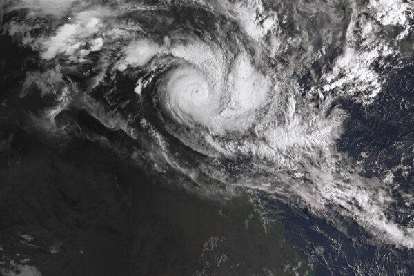 Na satelitnej snímke je cyklón Trevor, ktorý opäť ohrozuje Austráliu.