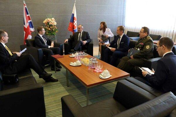 Minister obrany Peter Gajdoš na rokovaní s britským veľvyslancom.