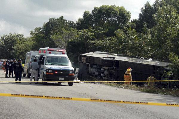 Pri zrážke dvoch autobusov v Ghane zahynulo najmenej 60 ľudí