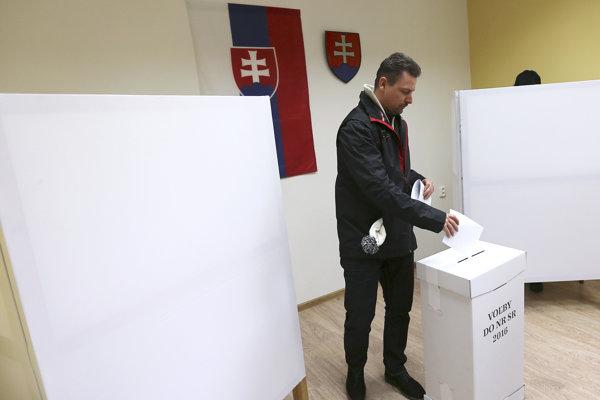 Voliči prideľovali kandidátom vo veľkom opäť preferenčné hlasy.