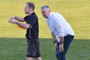 Vpravo domáci tréner Ladislav Molnár.