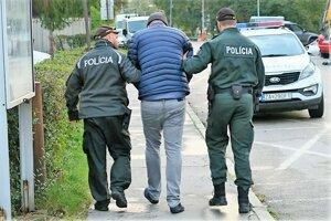 Najzávažnejší prípad z vlaňajška na Orave – polícia vedie jedného z obvinených cestných pirátov z Poľska.