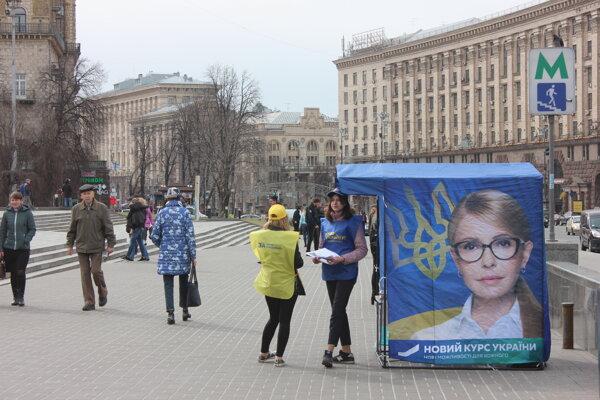 Tymošenkovej stánok na majdane.