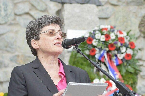 Anita Moravec Gard vzdala úctu odvahe Jozefa Gabčíka. Navštívila jeho rodnú obec Poluvsie, ktorá je časťou Rajeckých Teplíc.