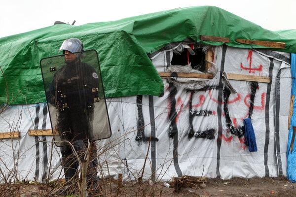 Tábor, ktorý vyrástol na predmestí Calais.