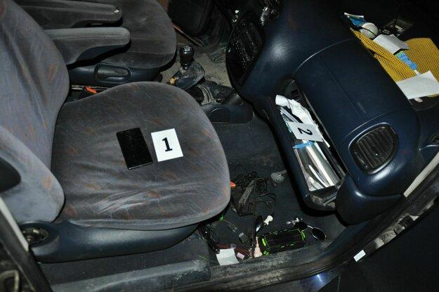 V aute našli kryštalickú látku.