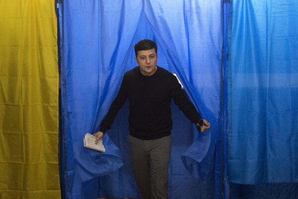 Prezidentské voľby na Ukrajine vyhral komik Volodymyr Zelenskyj.