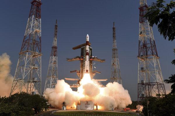 Indická nosná raketa odštartovala z vesmírneho strediska Šríharikota v južnej časti Indie.