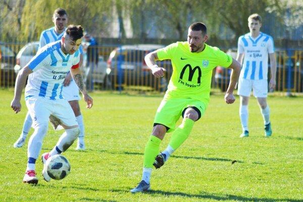 Michal Béger strelil na jar za Lapáš už päť gólov. V Zbehoch prispel dvoma zásahmi.