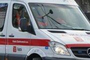Zrazeného chodca previezla záchranka do nemocnice.