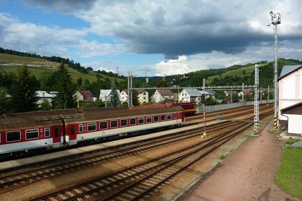 Obyvatelia troch obcí žiadajú pridať vlaky na trase Skalité – Čadca a späť.