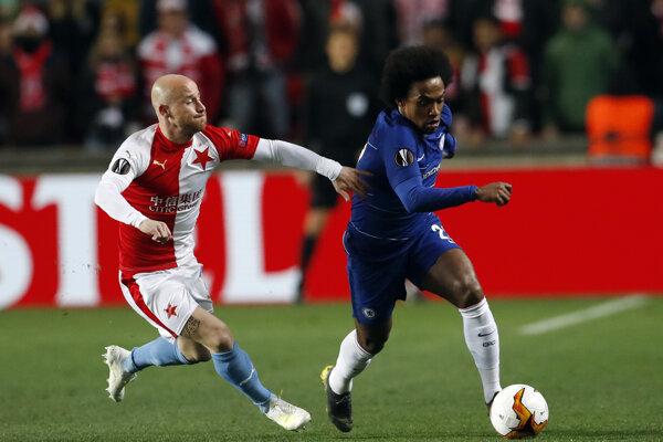 Miroslav Stoch (vľavo) v zápase Slavia Praha - Chelsea Londýn.