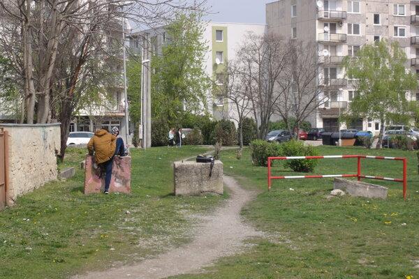 Lokalita kde má vyrásť nová bytovka je dnes zanedbaná.