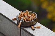 Ľudia, ktorí sa vzdajú cigariet, bojujú so závislosťou ale aj samotou.