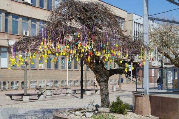 Veľkonočná výzdoba v Michalovciach počas uplynulého roku.