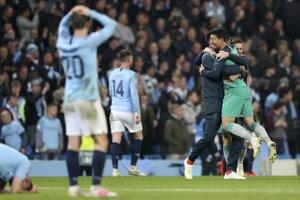 Futbalisti CIty a Tottenhamu po konci štvrťfinálového zápasu.