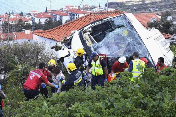 Nehodu autobusu neprežilo 29 ľudí.