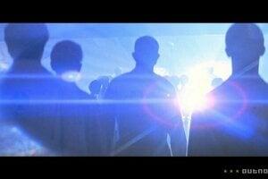 Blízke stretnutie tretieho druhu. Steven Spielberg sa vo filme inšpiroval nevysvetlenými javmi UFO a rozpovedal príbeh o stretnutí ľudí s mimozemšťanmi.