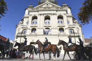 Priečelie historickej novobaroknej budovy Štátneho divadla v Košiciach. Postavené bolo v roku 1899.