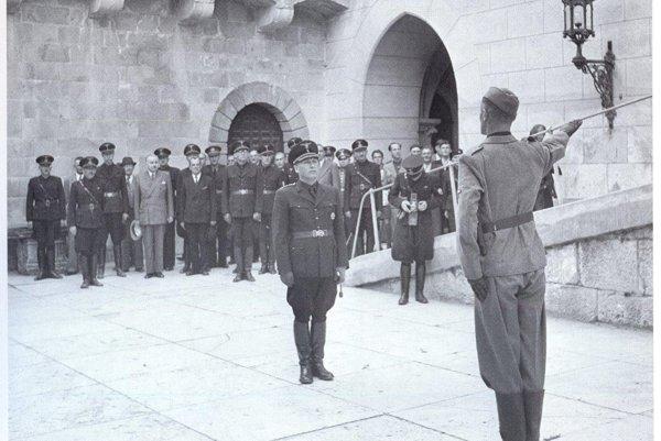 Inštruktori SS pôsobili na Veliteľskej škole Hlinkovej gardy na bojnickom zámku.
