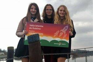 Trojica dievčat zo sexty tvrdošínskeho gymnázia pôjde vďaka svojmu projektu o známych Oravcoch do Dublinu.