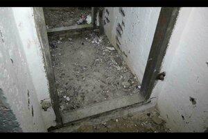 Pôvodne tu boli pancierové dvere.
