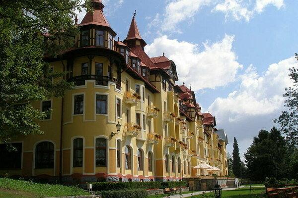 Turista vypadol z okna tohto tatranského hotela.