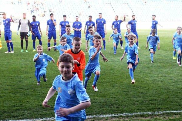 Hráčov FC Nitra vyviedli na plochu tradične nitrianske nádeje.