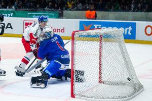 Marek Čiliak dostáva jeden z gólov v zápase Slovensko - Česko v príprave na MS v hokeji 2019.