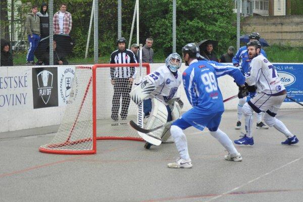 Pov. Bystrica (v bielom) vyhrala v Martine oba duely.