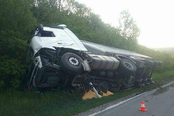 Vodiča z osobného auta museli oživovať.