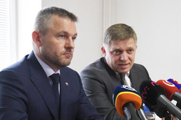 Na snímke zľava predseda vlády SR Peter Pellegrini a predseda strany Smer Robert Fico.