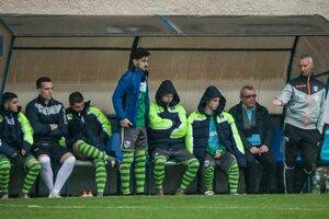 Šarišanom sa v jari vôbec nedarí, ich tréner Ondrej Desiatnik (vpravo) verí, že sa to čoskoro zlomí.