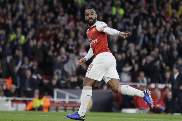 Alexandre Lacazette z Arsenalu Londýn sa teší z gólu v prvom zápase semifinále Európskej ligy Arsenal Londýn - Valencia CF 2. mája 2019 v Londýne.