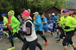 Na trať vybehli malí i veľkí, ženy aj muži.