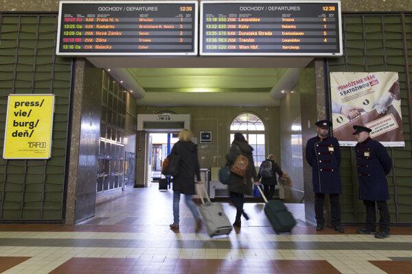Prechod k nástupištiam na Hlavnej stanici v Bratislave.