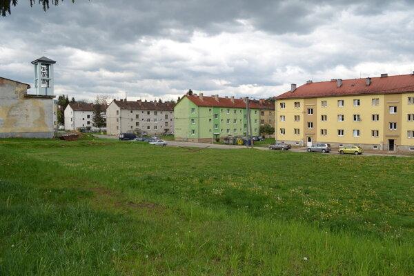 Obyvatelia Sídliska I novú bytovku na mieste Titaniku nechcú.