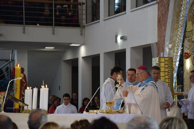 Mons. Tomáš Galis celebroval sv. omšu v Kostole Panny Márie Matky Cirkvi