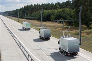 eDiaľnicu v Nemecku testovali aj na súkromných cestách. Na zábere test v Groß Dölln.