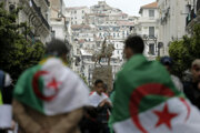 V Alžírsku stále konajú masové demonštrácie.