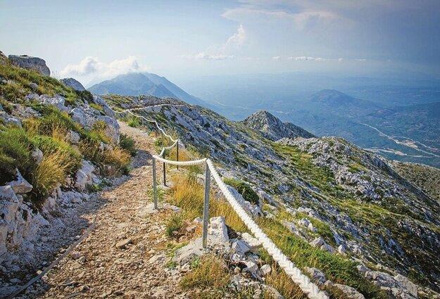 Chodník na vrchu Sveti Jure