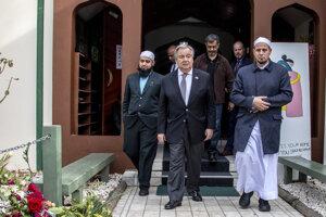Generálny tajomník Organizácie Spojených národov (OSN) António Guterres počas návštevy mešít v Christchurch.